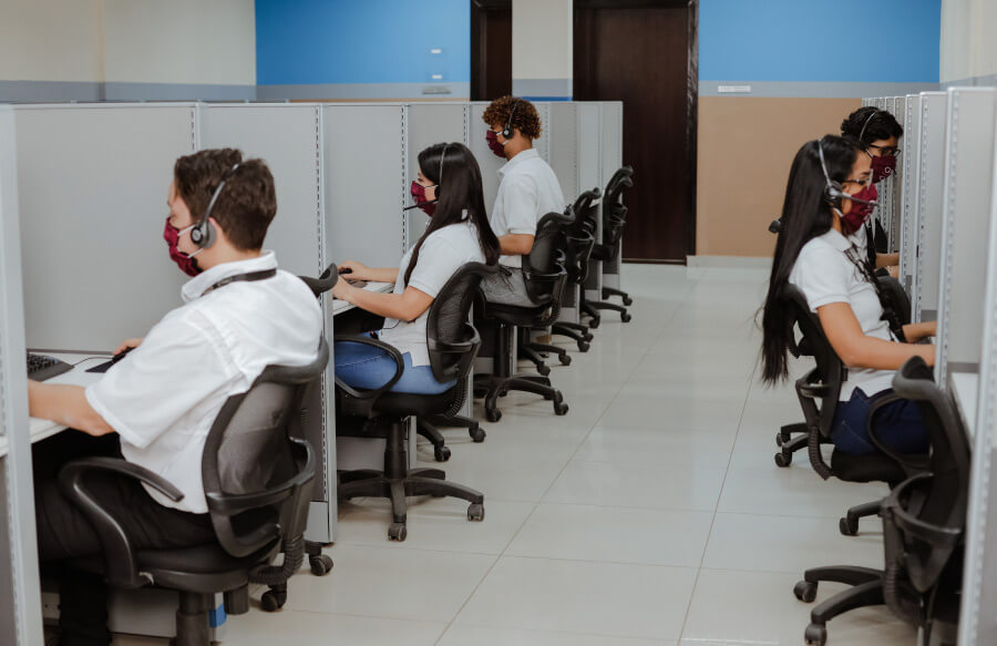 Labor outsourcing: what is the difference between a contact center and a call center?